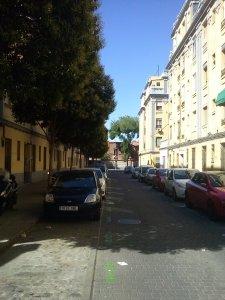 Locales y viviendas en una de las calles hacia Matadero